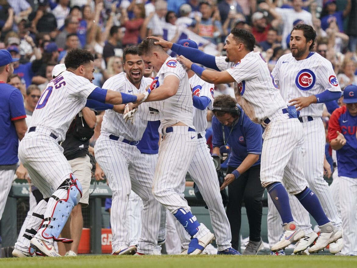 Schwindy City? Frank Schwindel's dive into first seals Cubs' walk-off win over Pirates