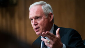 Sen. Johnson letter demands DHS Sec. Mayorkas reveal how many migrants released into the US