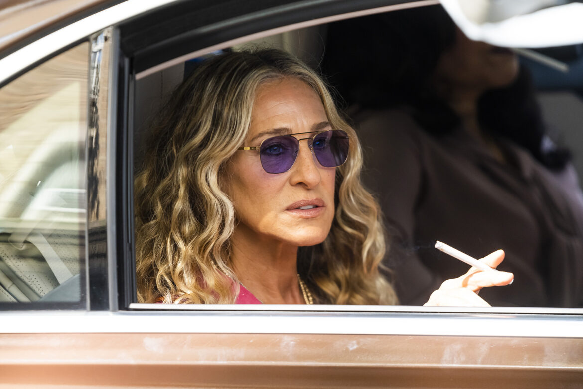 Pics of Carrie Bradshaw smoking mean 'SATC' reboot won't be a total drag