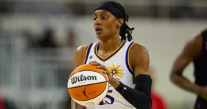 Sparks defeat the Dream to keep playoff hopes alive