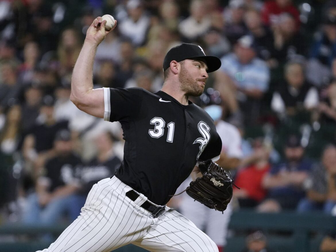 """White Sox closer Liam Hendriks """"wanted to make sure that our footprint was felt"""" in community"""