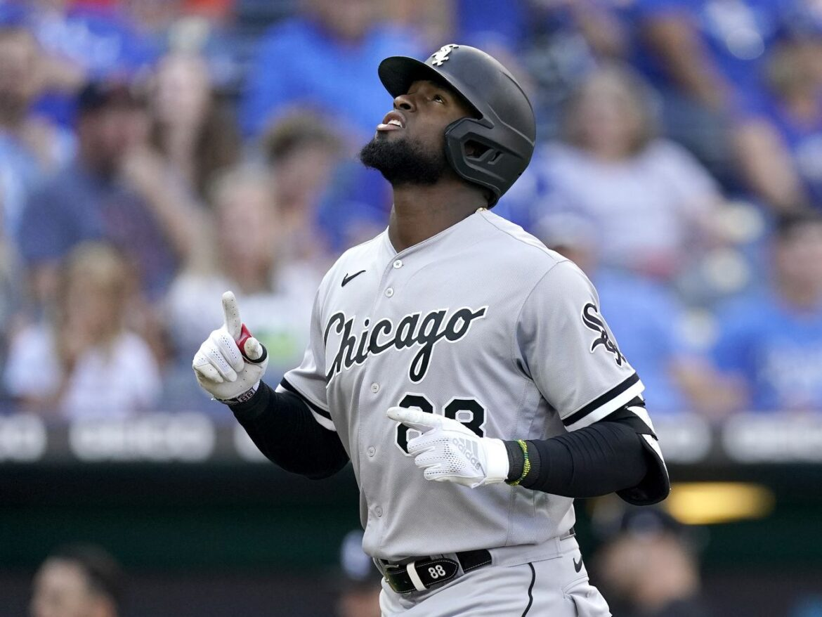 """White Sox' Luis Robert continues to impress: """"What a weapon for us'"""