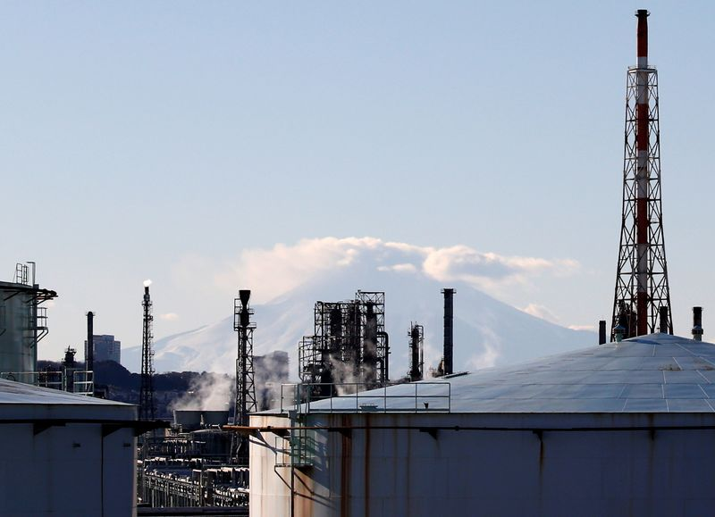 Japan August machinery orders fall, miss expectations