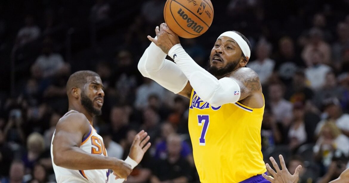 Carmelo Anthony gets his Lakers' feet wet in preseason loss to Suns