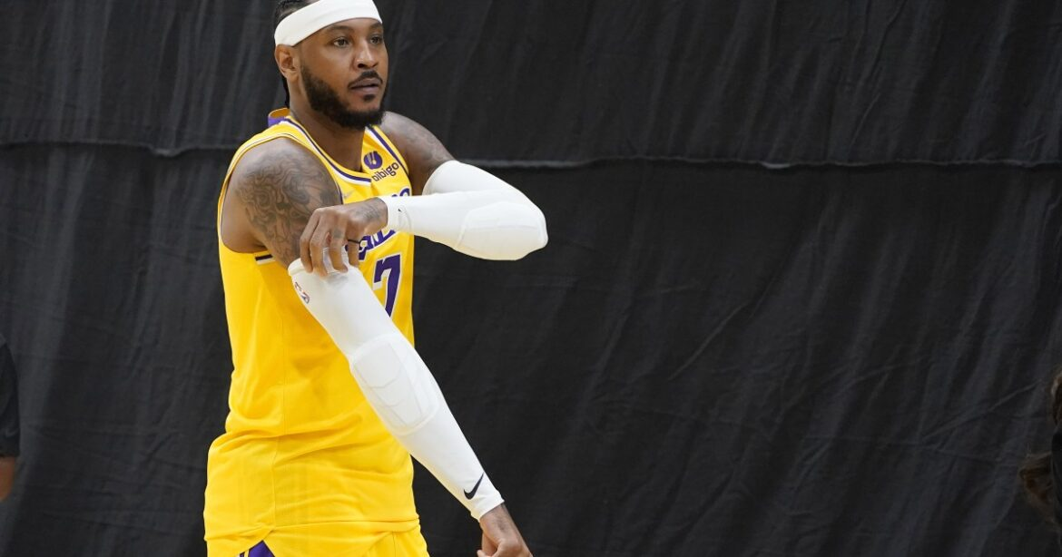 Carmelo Anthony is not worrying if he starts or not for the Lakers