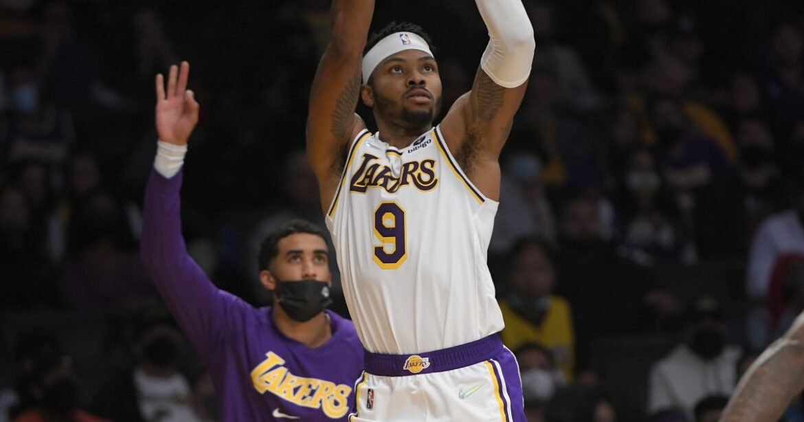 Kent Bazemore showcasing his energy and defensive prowess for Lakers