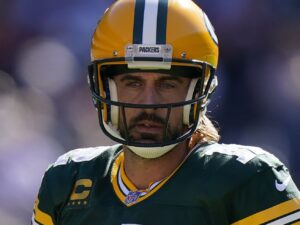 Packers QB Aaron Rodgers yells 'I still own you' to Bears fans after TD run