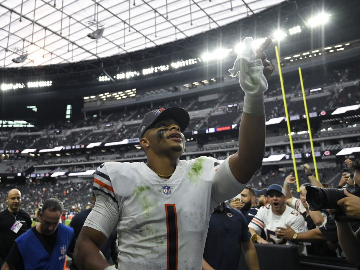 QB Justin Fields' progress changes everything about how this Bears season feels