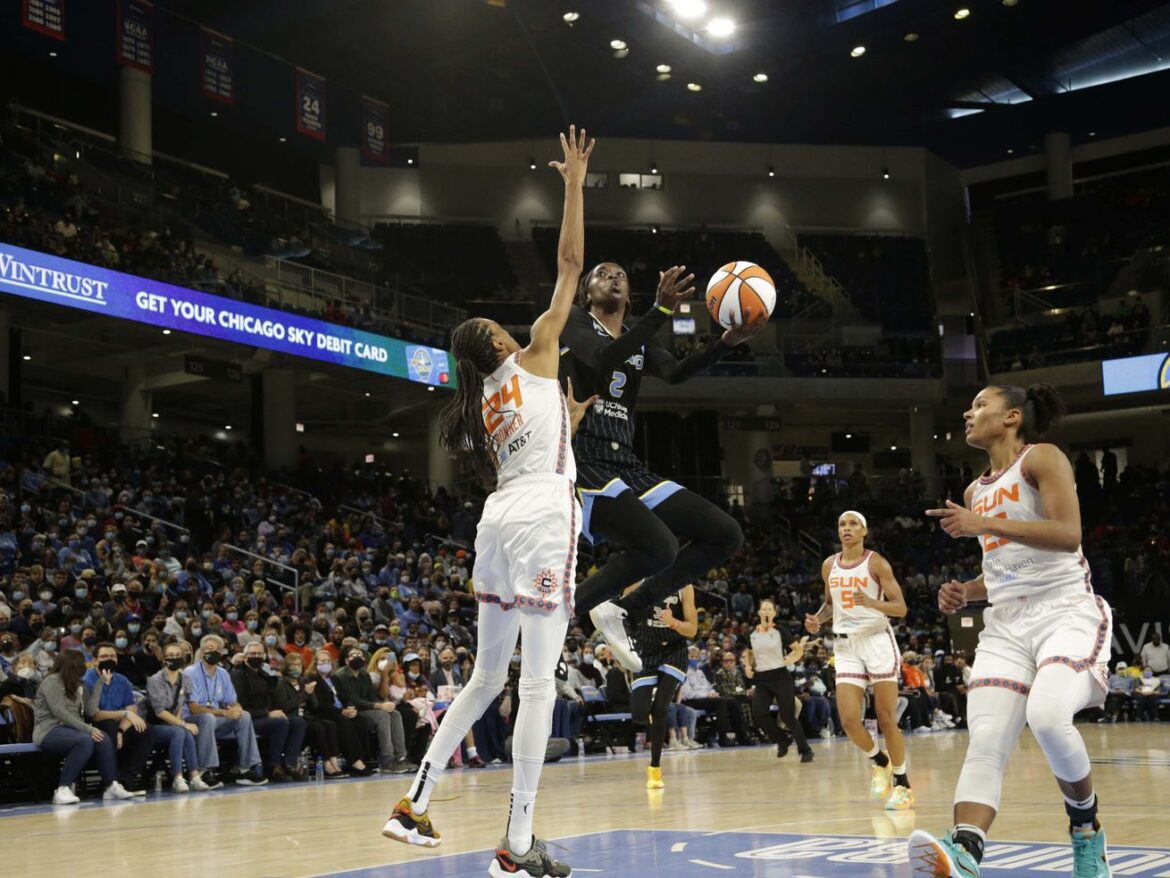 Sky advance to the WNBA Finals after beating Sun 79-69