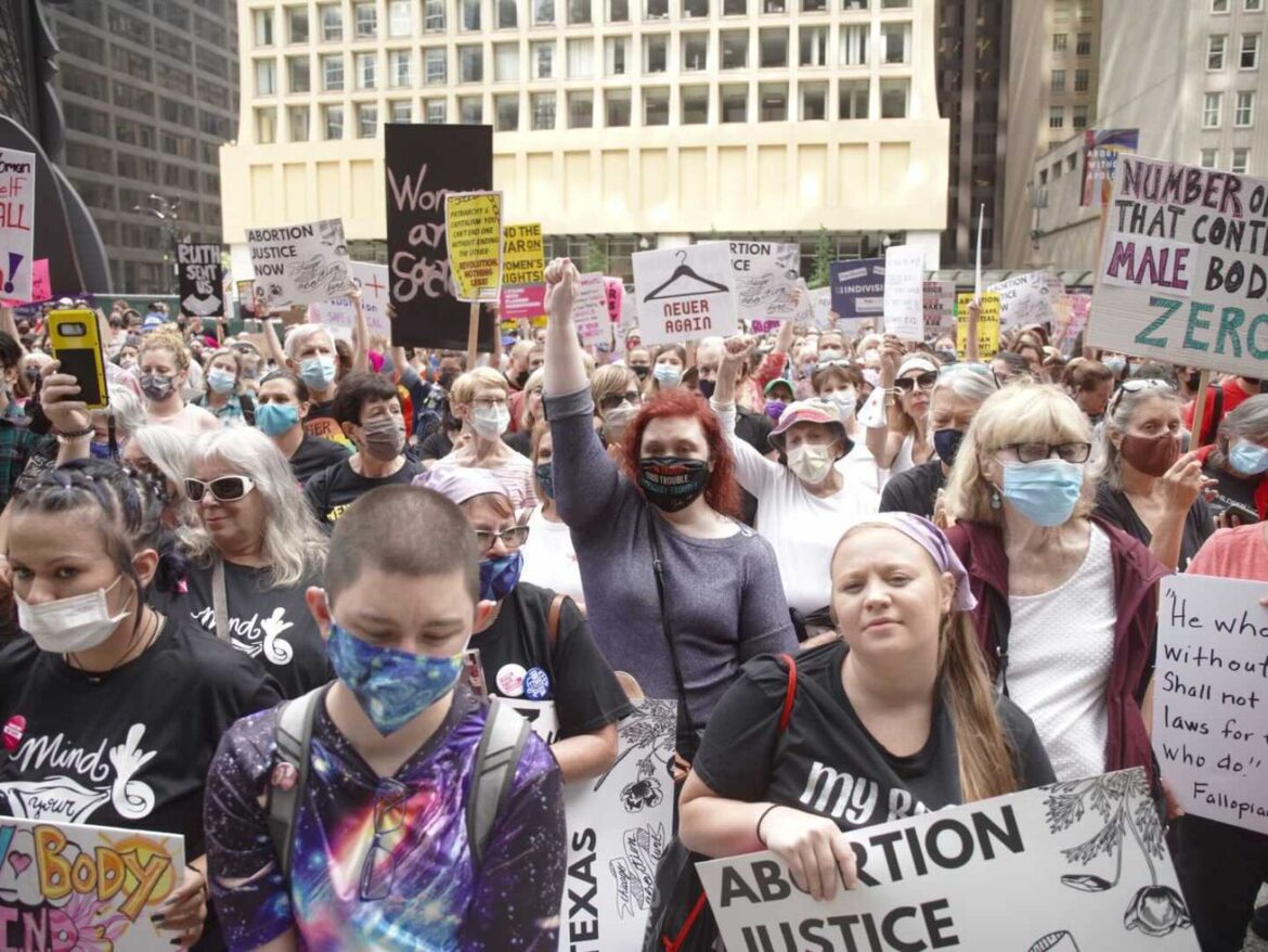 Texas ban renews activism for abortion rights at Chicago rally, with a new generation 'coming to the fight'