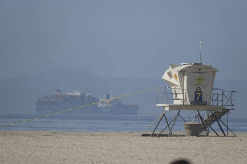 """Oil spill laps at """"heartbeat"""" of California beach community"""