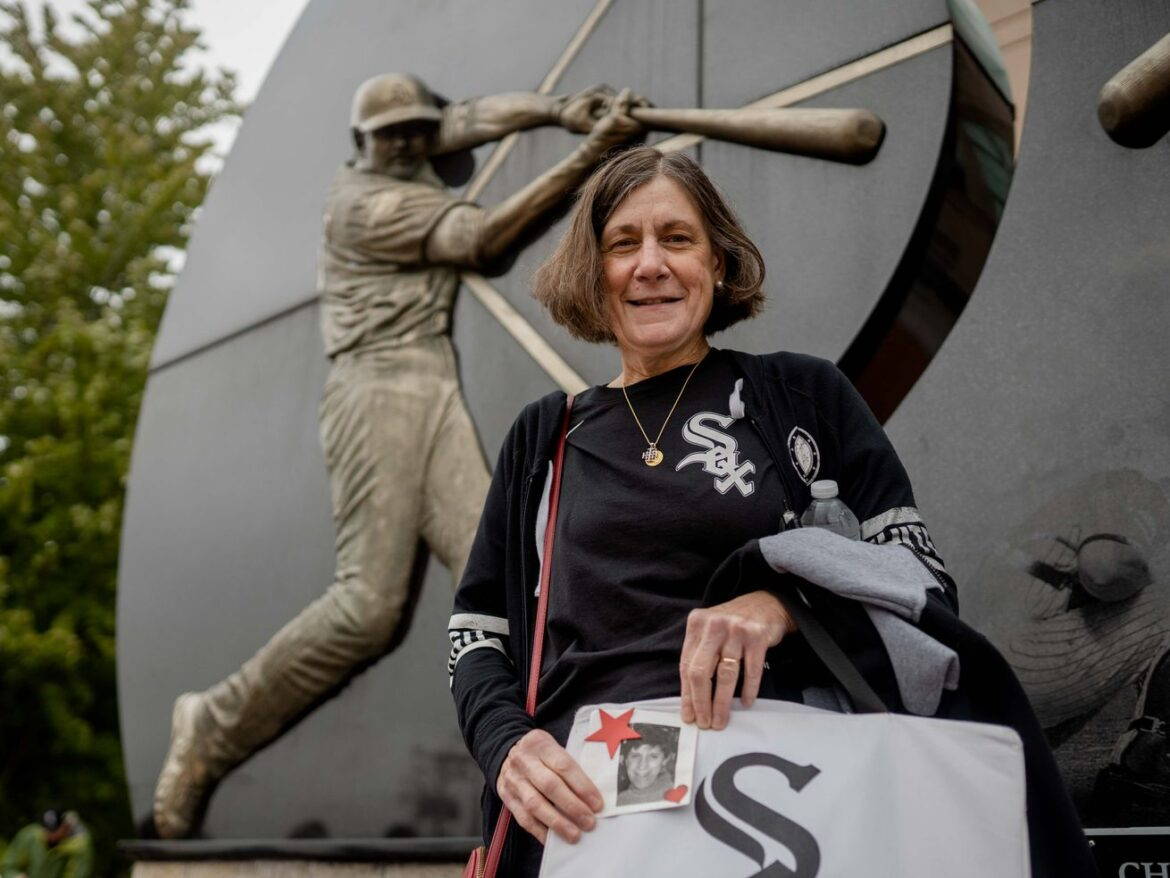 White Sox fans come out in force for playoffs, leave with mixed emotions after loss ends season: 'Our future is really bright'
