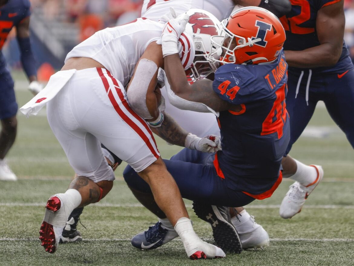 Wisconsin uses running game to roll over Illinois