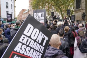 US asks UK court to permit extradition of WikiLeaks' Assange